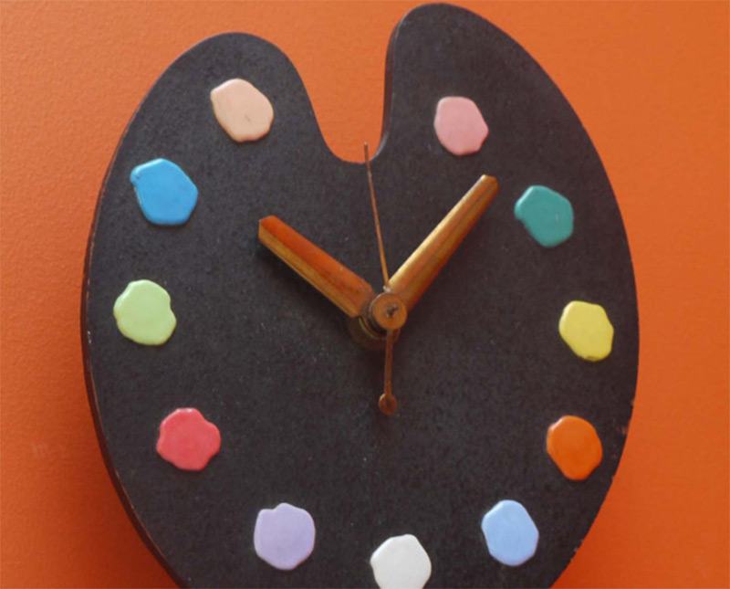 paint palette form electric wall clock