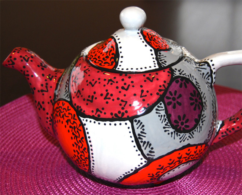 red grey checkered pattern spots teapot design