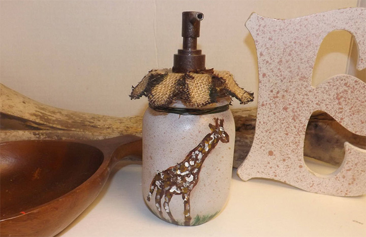 soap dispenser giraffe