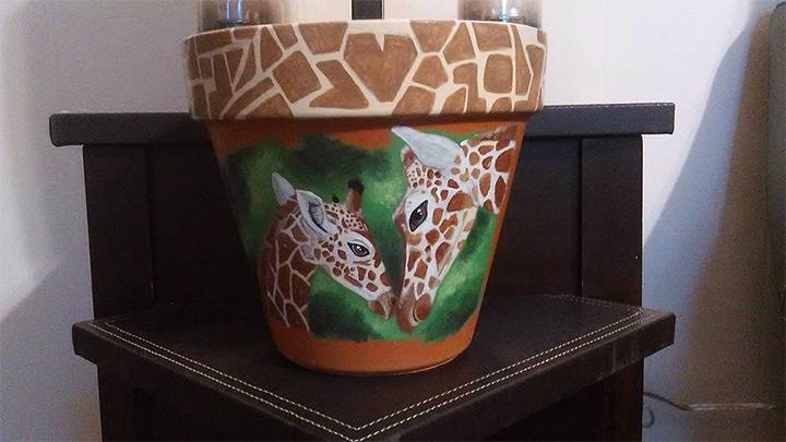 flower pots giraffes