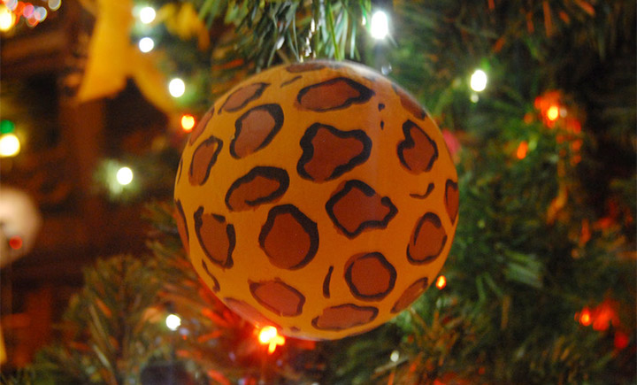 giraffe tree ornament