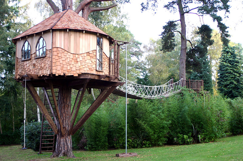 simple lofty treehouse design