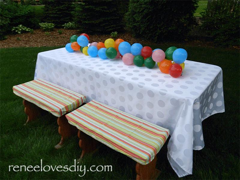 simple balloon table runner