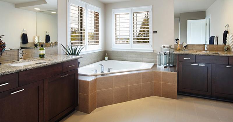 Corner tub featured design
